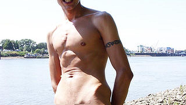 Mann nackt steif